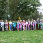 Foto vor dem Schulgarten.